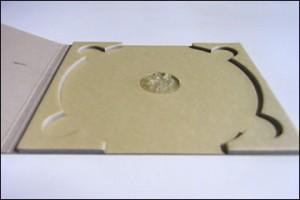 紙素材でつくられたCD、DVD用エコ紙ケースのトレイ部分